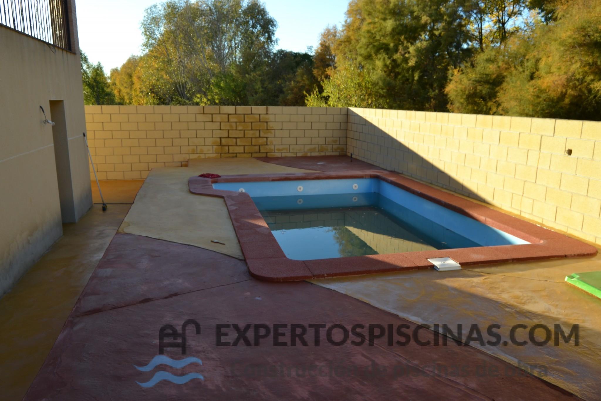 Piscinas de fibra construcci n de piscinas en madrid for Construccion piscinas madrid